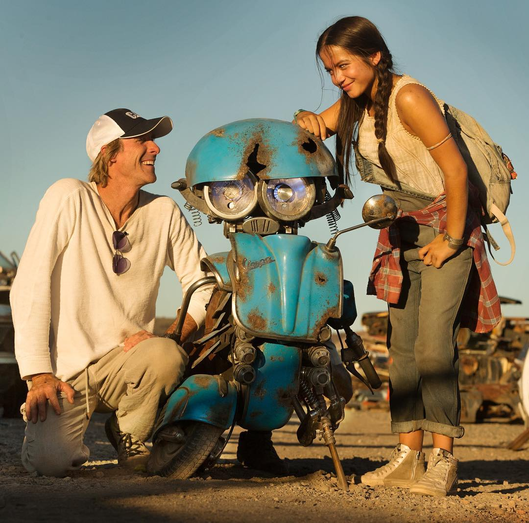 Michael-Bay-Squeeks-and-Isabela-Moner-Transformers-5-The-Last-Knight-Movie