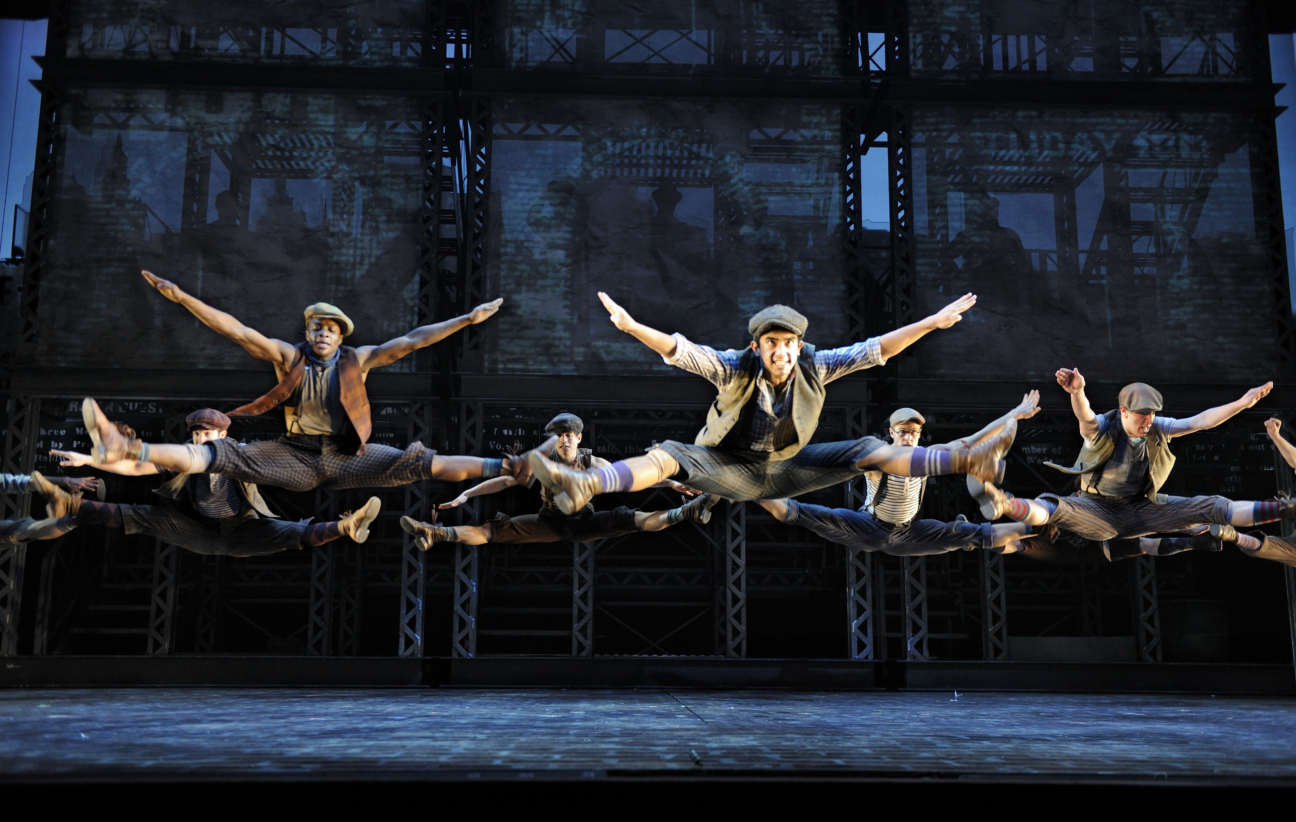 the-ensemble-of-newsies. Photo by Deen van Meer-min