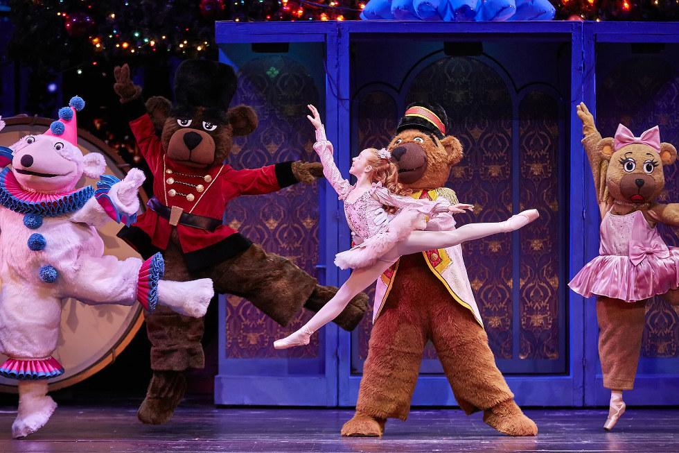 RADIO CITY CHRISTMAS SPECTACULAR Dates Set, Broadway Kids in \
